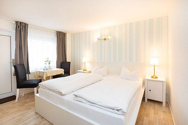 Doppelzimmer für den Urlaub auf Rügen buchen in der Ferienpension Seeblick im Ostseebad Sellin OT Neuensien